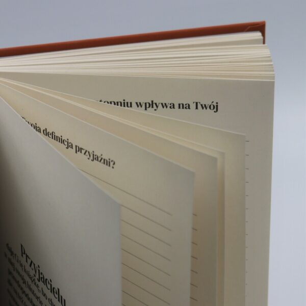 środek książki - kartki